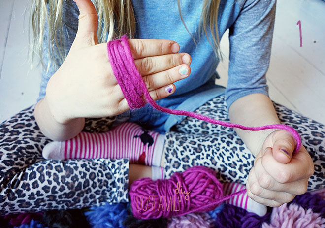 Make Easy Pom Poms Of Yarn And The A Rug Out Them Diy