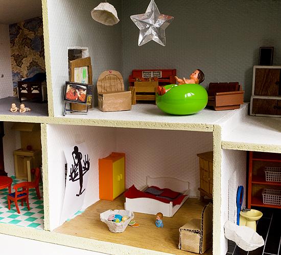 homemade dollhouse furniture. is that a bid in the bathroom homemade dollhouse furniture