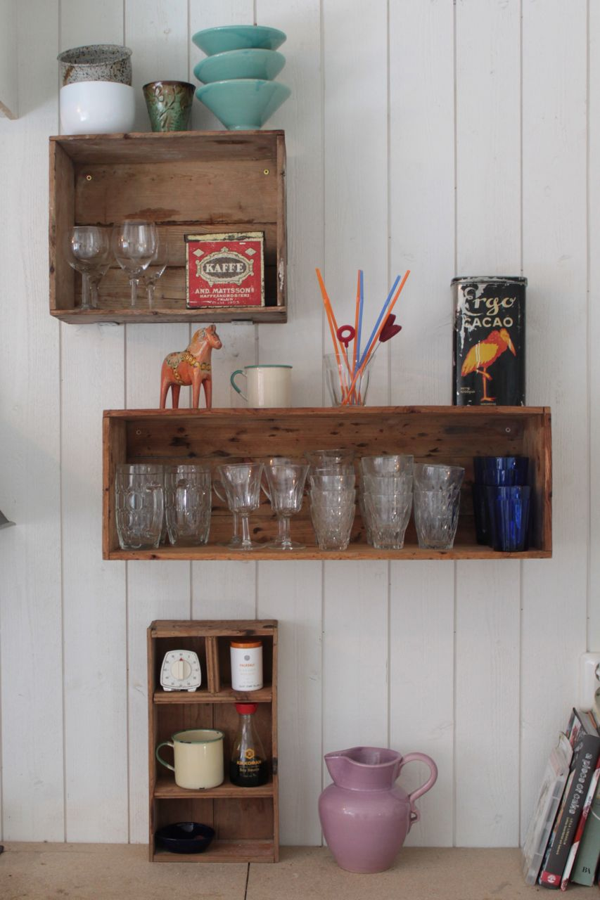 Nesting wooden crates as shelves dos family for Shelves made out of crates